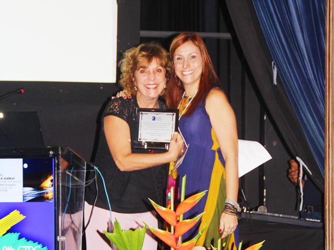 professora-alice-chasin-recebe-premio